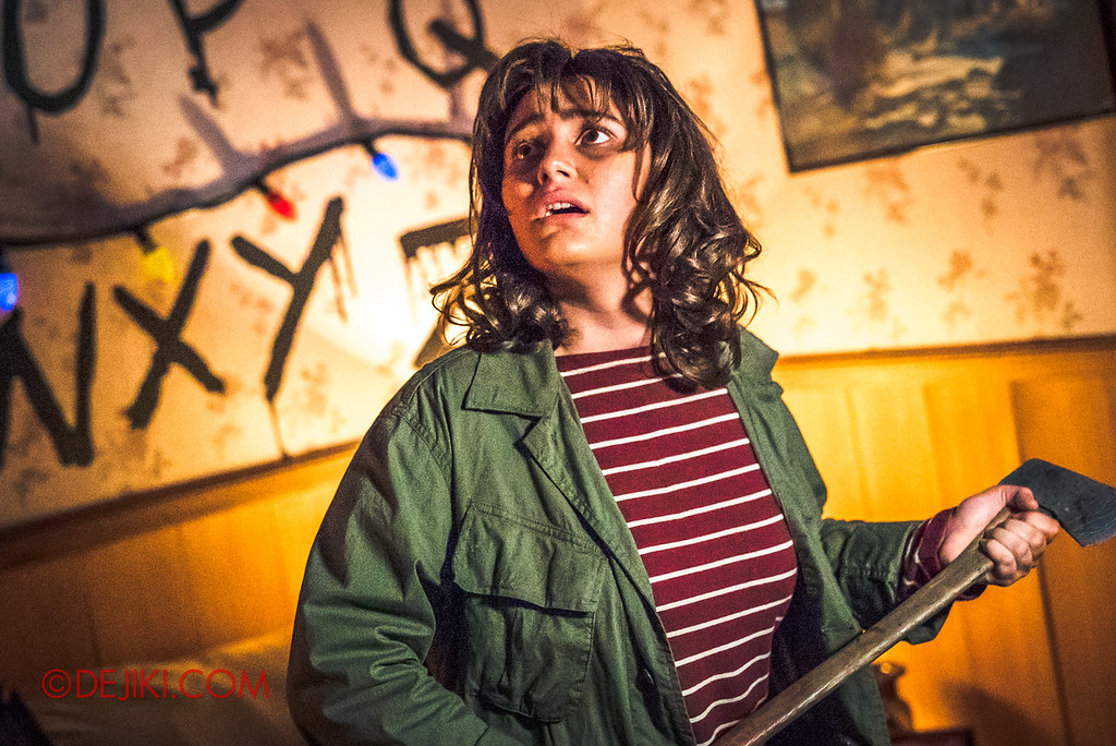 USS Halloween Horror Nights 8 Stranger Things haunted house maze PREVIEW Joyce with axe