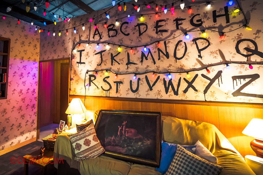 USS Halloween Horror Nights 8 Stranger Things haunted house maze PREVIEW Living Room Joyce Byers Christmas Lights scenic design