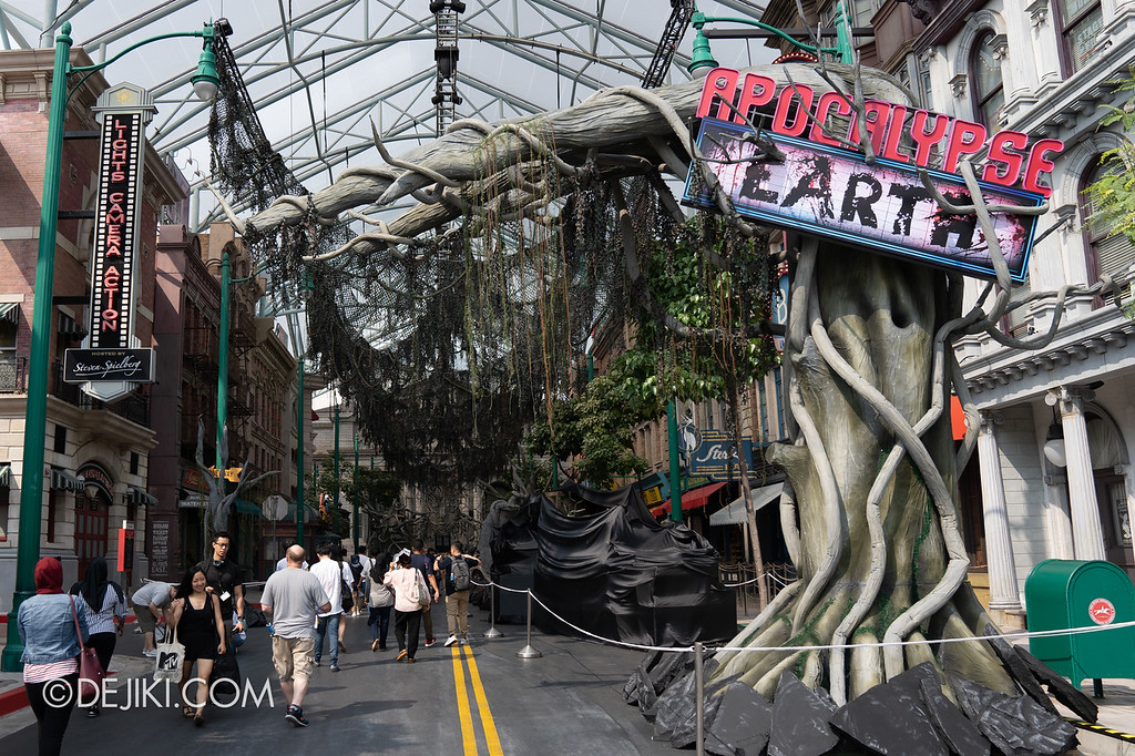 Universal Studios Singapore Halloween Horror Nights 8 / Apocalypse Earth scare zone entrance