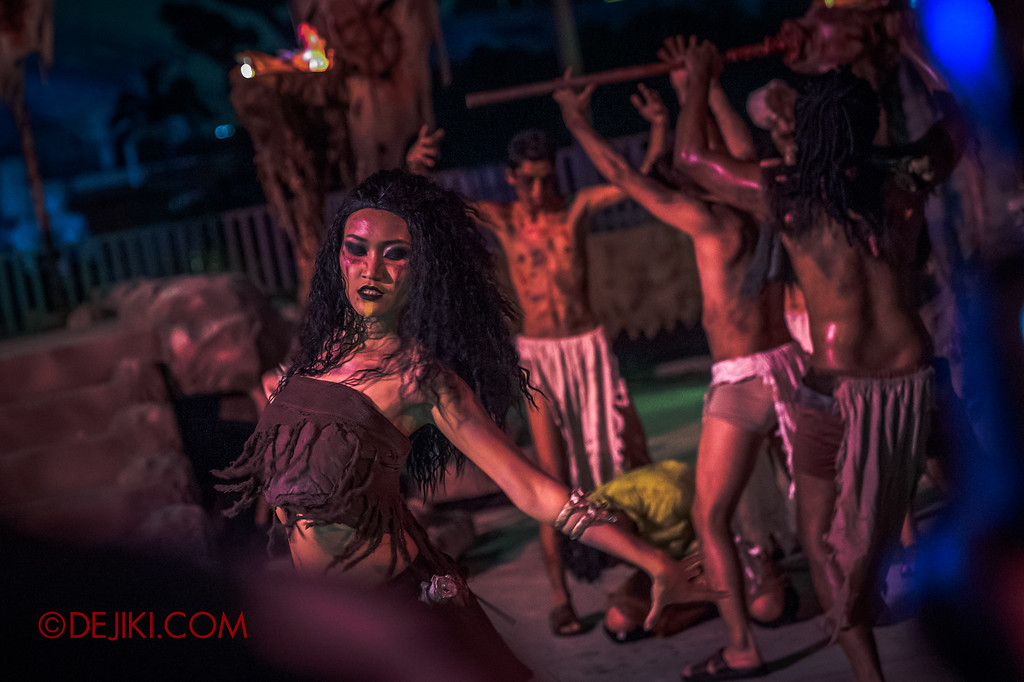 Universal Studios Singapore Halloween Horror Nights 8 - CANNIBAL scare zone Blood and Bones Belly Dancer