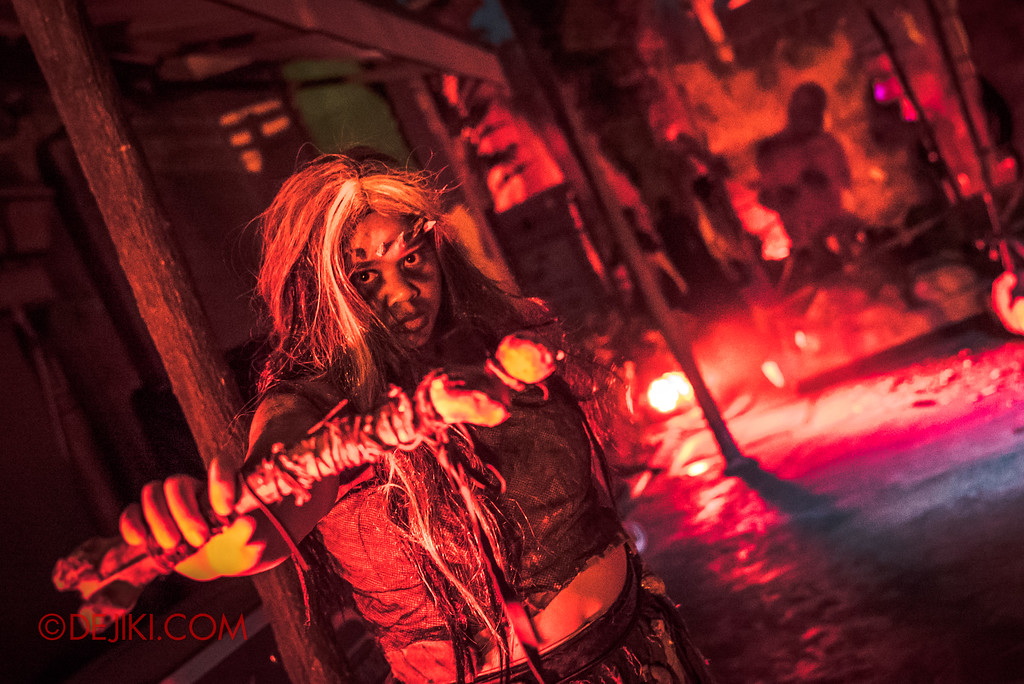 Universal Studios Singapore Halloween Horror Nights 8 - CANNIBAL scare zone woman