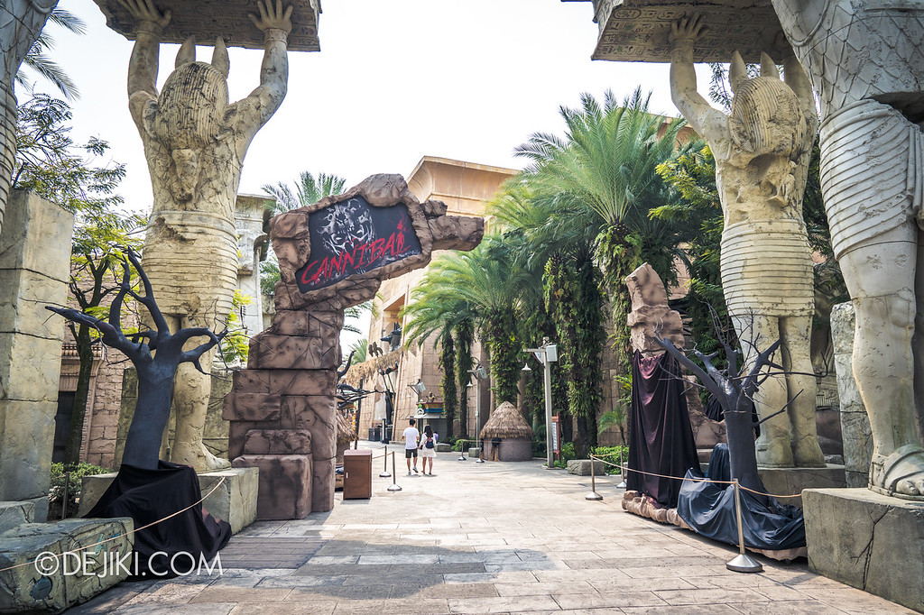 Universal Studios Singapore Halloween Horror Nights 8 / Cannibal scare zone entrance arch