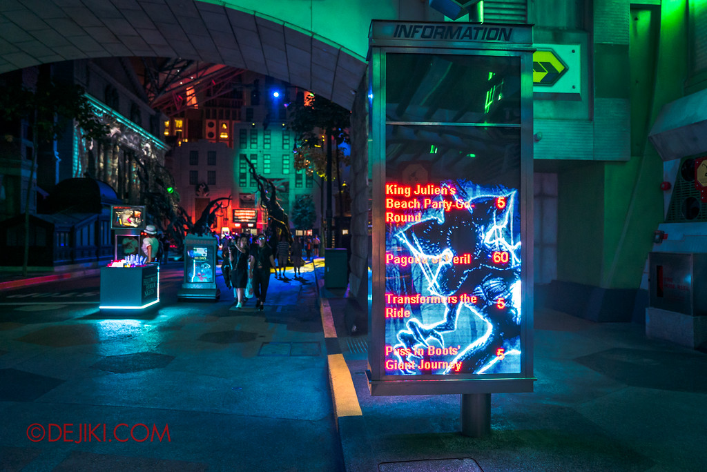 Universal Studios Singapore Halloween Horror Nights 8 - Check haunted house wait times at digital displays