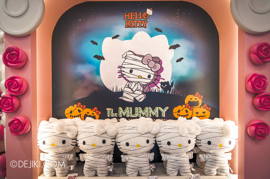 Universal Studios Singapore Halloween Horror Nights 8 / Hello Kitty The Mummy dolls