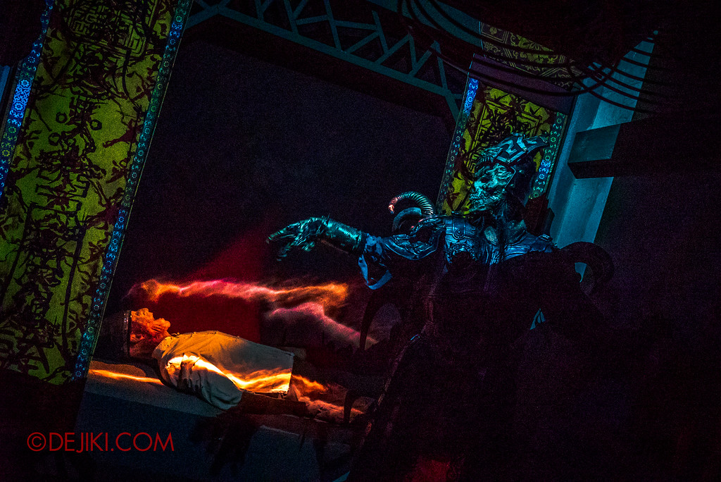 Universal Studios Singapore Halloween Horror Nights 8 - Pagoda of Peril haunted house YIN DEMON chamber