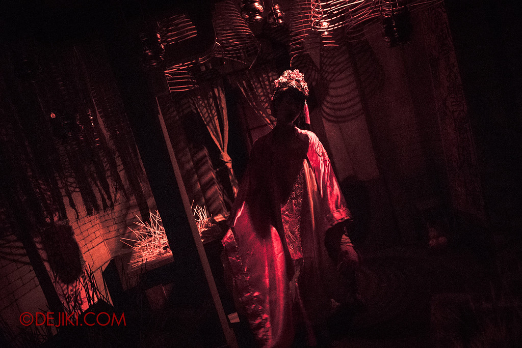 Universal Studios Singapore Halloween Horror Nights 8 - Pagoda of Peril haunted house incense hall