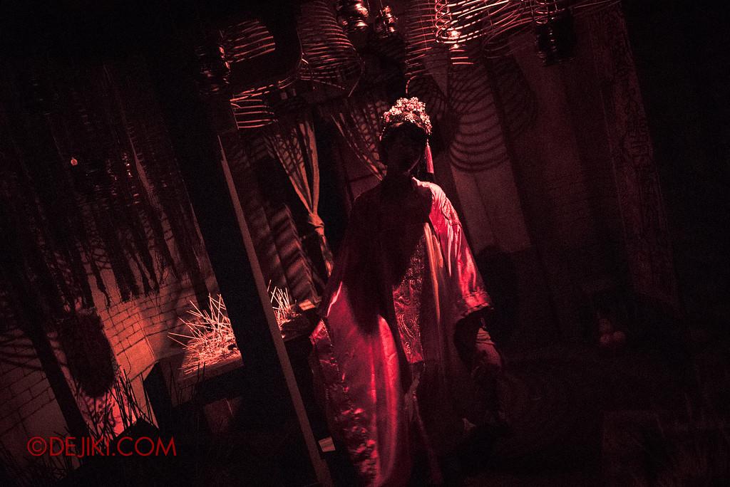 Universal Studios Singapore Halloween Horror Nights 8 - Pagoda of Peril haunted house incense hall