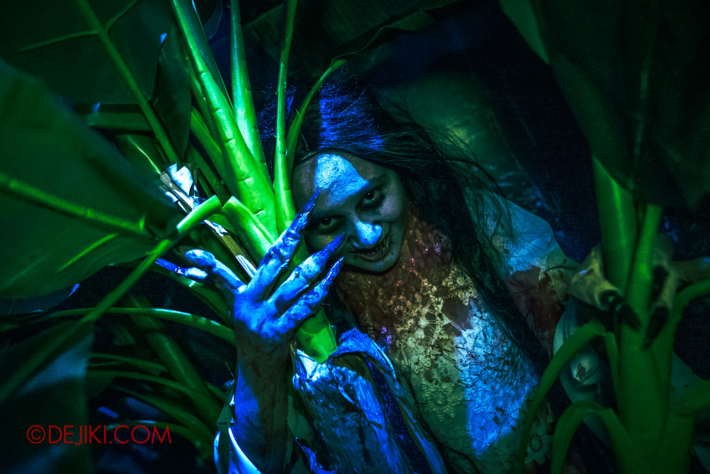 Universal Studios Singapore Halloween Horror Nights 8 - Pontianak banana plantation