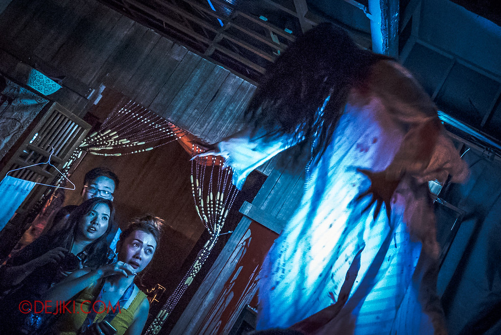 Universal Studios Singapore Halloween Horror Nights 8 - Pontianak haunted house jumping stunt pontianak