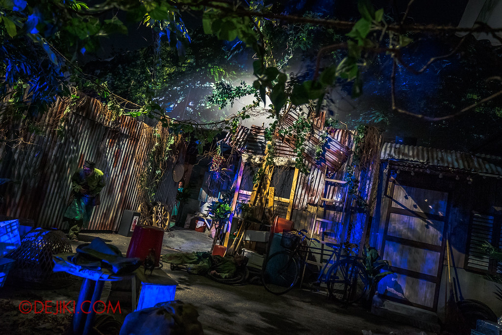 Universal Studios Singapore Halloween Horror Nights 8 - Pontianak haunted house kampung