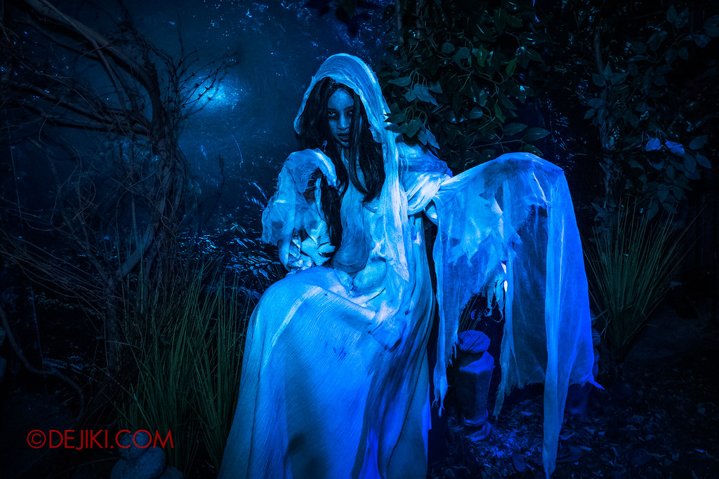 Universal Studios Singapore Halloween Horror Nights 8 - Pontianak haunted house the forest of ghostly apparitions