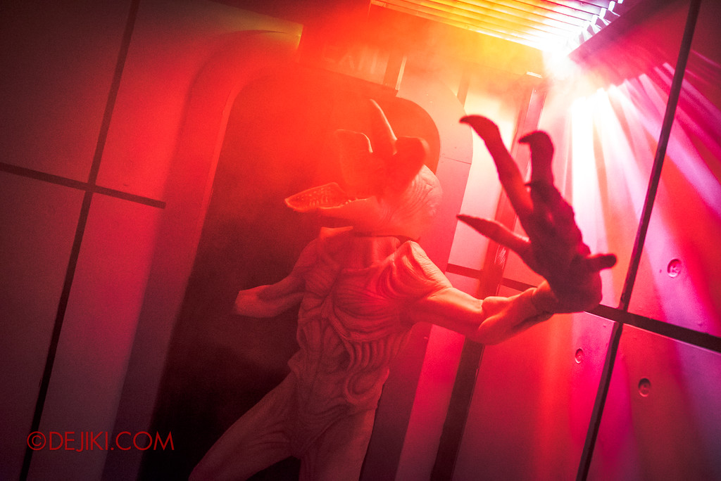 Universal Studios Singapore Halloween Horror Nights 8 - STRANGER THINGS haunted house DEMOGORGON attack