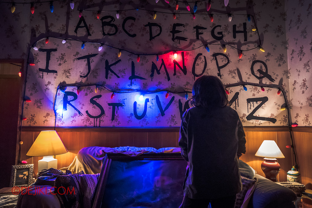 Universal Studios Singapore Halloween Horror Nights 8 - STRANGER THINGS haunted house JOYCE Lights
