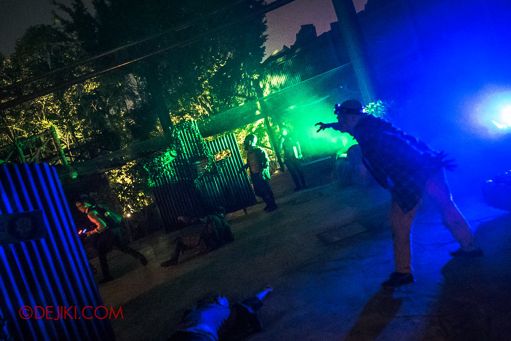 Universal Studios Singapore Halloween Horror Nights 8 - ZOMBIE LASER TAG in action