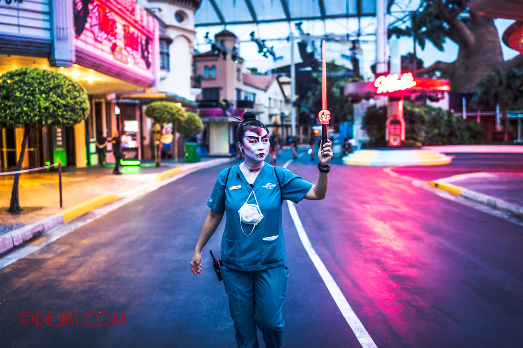 USS Halloween Horror Nights 8 RIP Tour Review - RIP Guide bringing group to Hollywood for Opening Scaremony