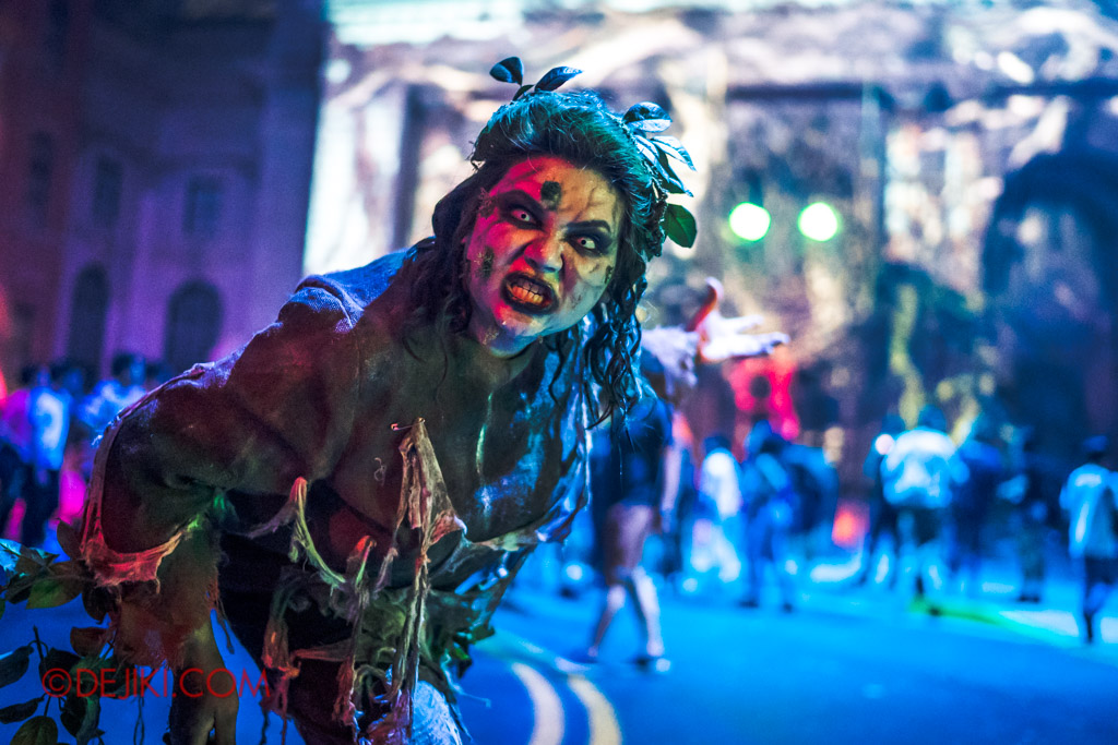 USS Singapore Halloween Horror Nights 8 Apocalypse Earth scare zone Dentro shows the way to the Temple of Gaia