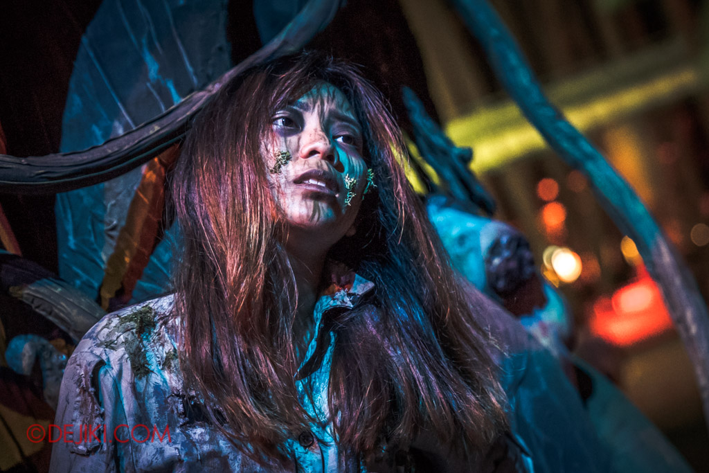 USS Singapore Halloween Horror Nights 8 Apocalypse Earth scare zone girl in pain trapped in tree
