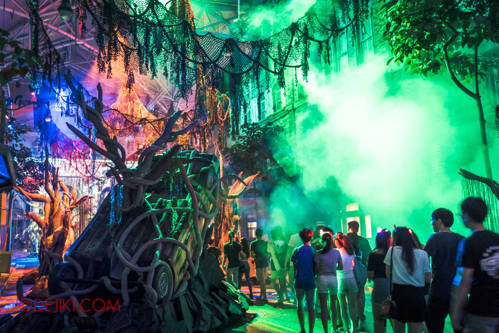 USS Singapore Halloween Horror Nights 8 Apocalypse Earth scare zone scenic green street lights