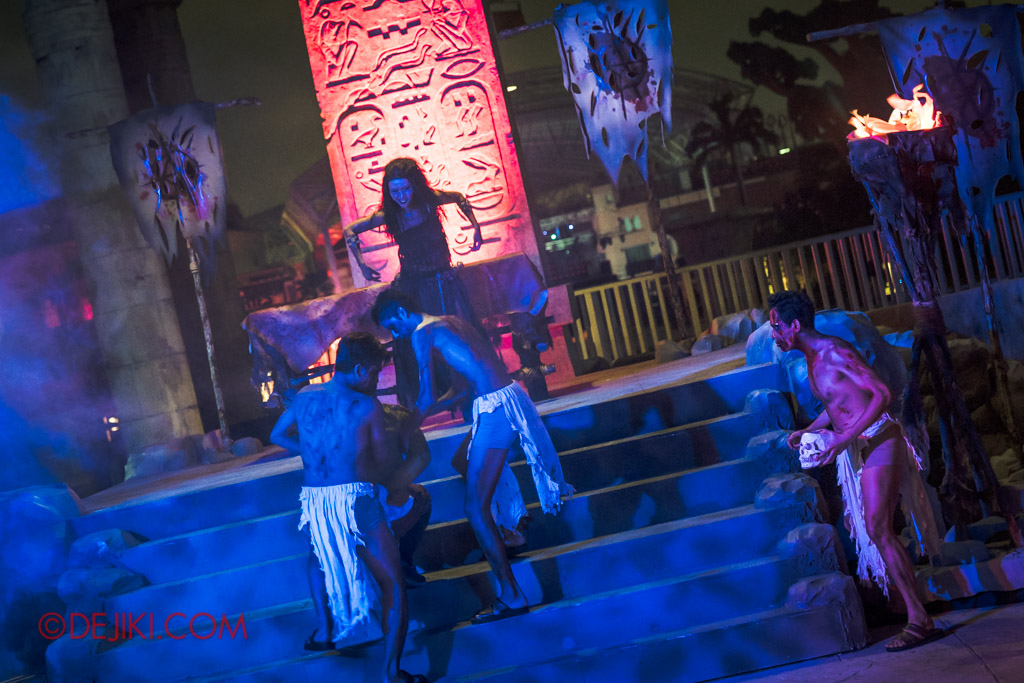 USS Singapore Halloween Horror Nights 8 Cannibal scare zone Blood and Bones show Cannibal chief ritual sacrifice belly dancer version