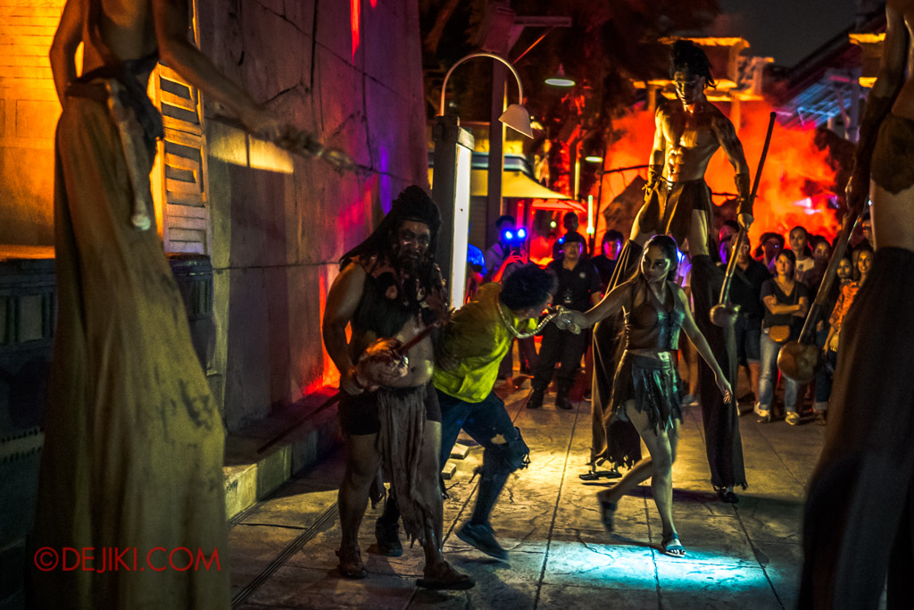 USS Singapore Halloween Horror Nights 8 Cannibal scare zone Blood and Bones show beginning victim getting caught