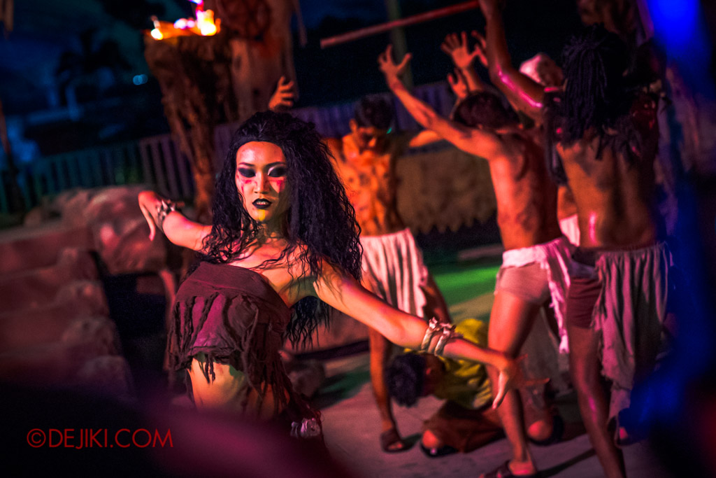 USS Singapore Halloween Horror Nights 8 Cannibal scare zone belly dancer dramatic blood and bones