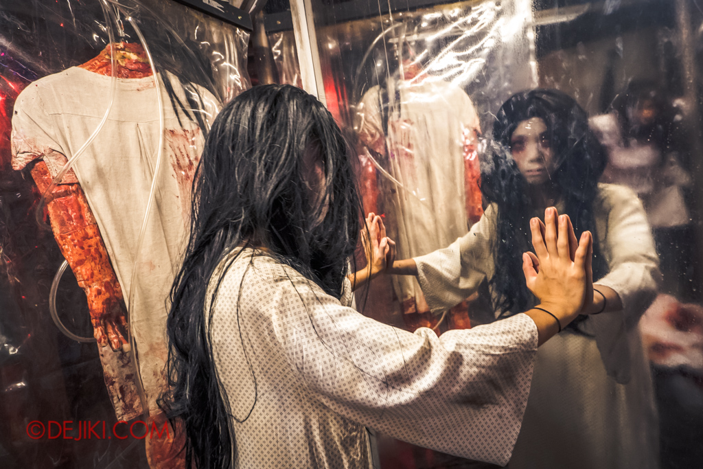 Universal Studios Singapore Halloween Horror Nights 8 Killuminati haunted house 6 torture extraction room mirror girl victim