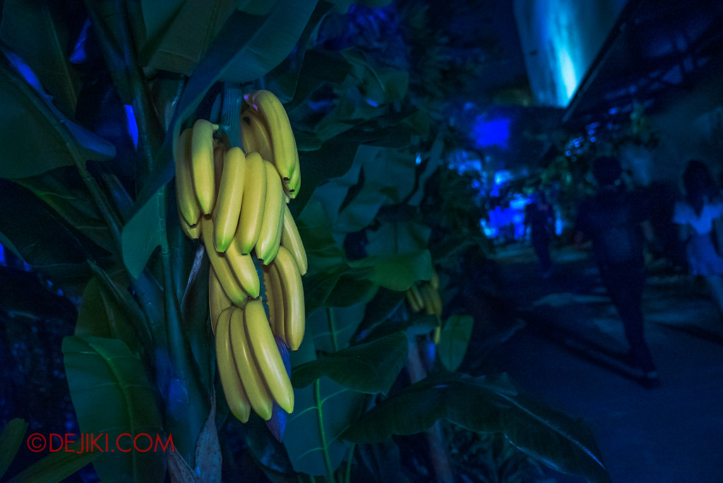 Universal Studios Singapore Halloween Horror Nights 8 - Pontianak haunted house banana trees with a scent of jasmine