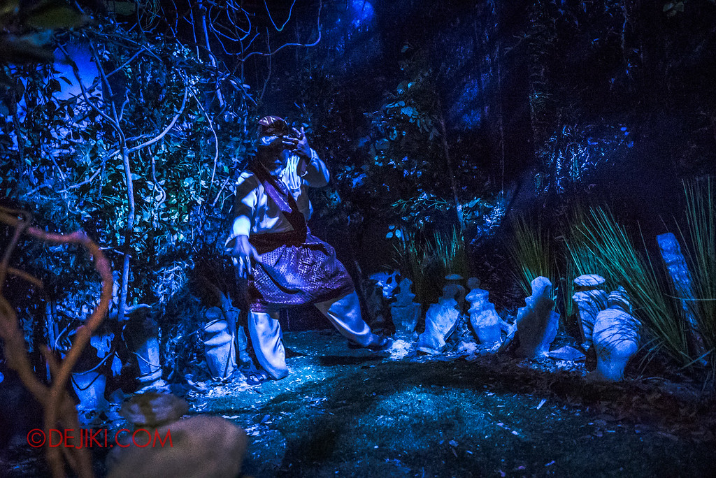Universal Studios Singapore Halloween Horror Nights 8 - Pontianak haunted house bomoh witch doctor shouting masuk