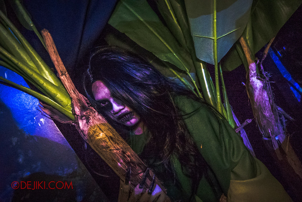 Universal Studios Singapore Halloween Horror Nights 8 - Pontianak haunted house vengeful green pontianak hiding behind the banana tree