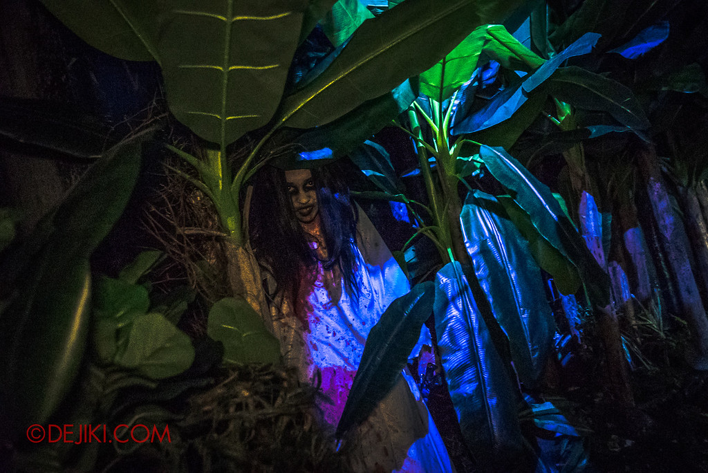 Universal Studios Singapore Halloween Horror Nights 8 - Pontianak haunted house vengeful pontianak hiding behind the banana tree