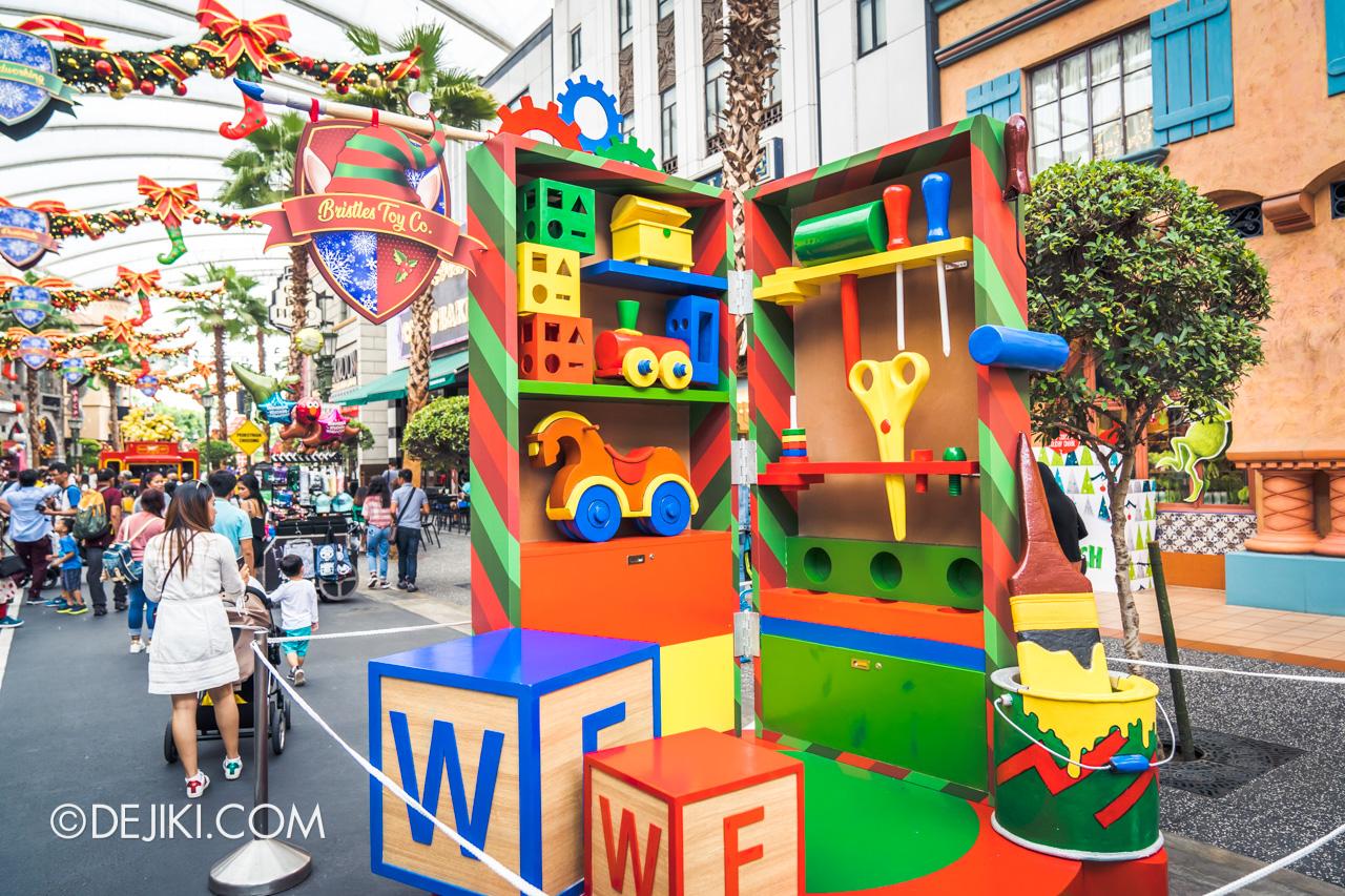 Universal Studios Singapore - Universal Christmas 2018 Elf Town Bristles Toy