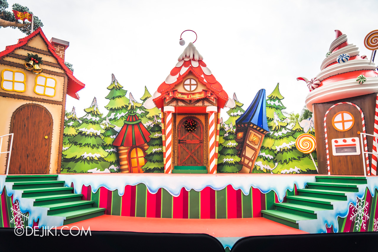 Universal Studios Singapore - Universal Christmas 2018 Elf Town Hollywood Lagoon Stage