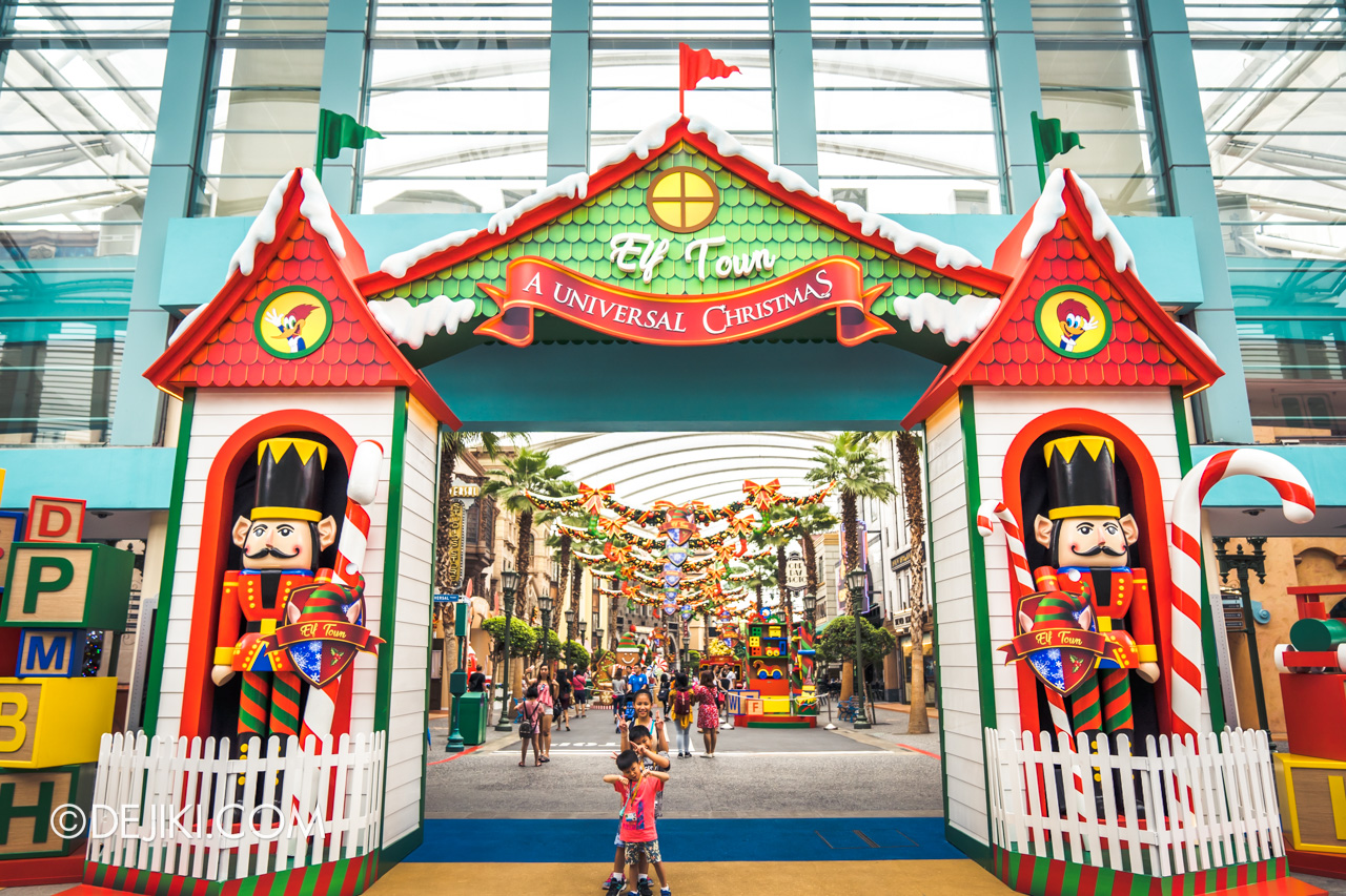 Universal Studios Singapore - Universal Christmas 2018 Entrance arch Elf Town