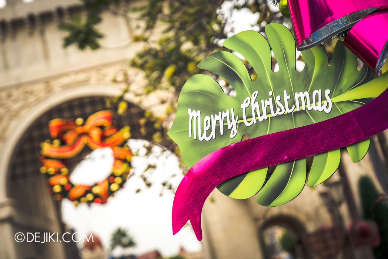 Universal Studios Singapore - Universal Christmas 2018 Park decorations Madagascar