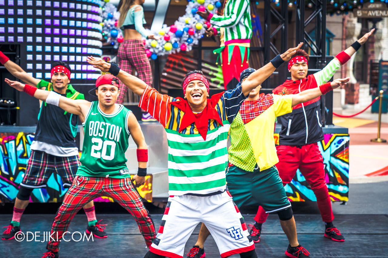 Universal Studios Singapore - Universal Christmas 2018 Rhythm Truck Christmas Edition dancers