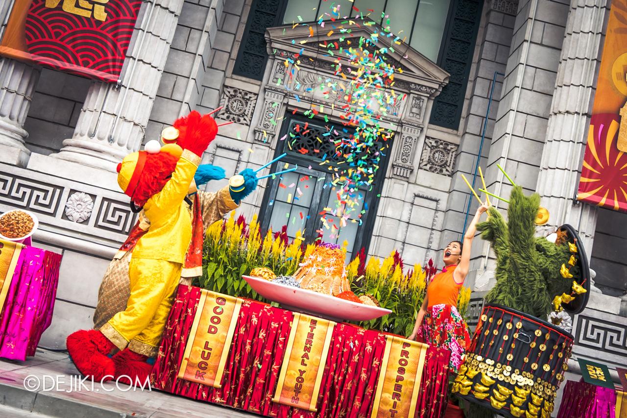 Universal Studios Singapore - Chinese New Year 2019 Monster Lo Hei show Sesame Street yusheng explosion 2