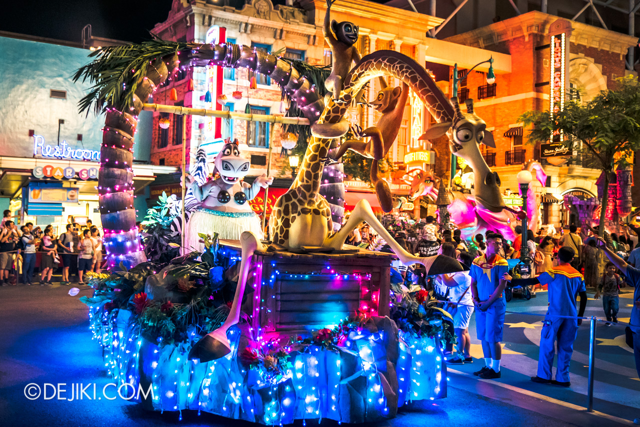 Universal Studios Singapore - Hollywood Dreams Light-up Parade - 2 Madagascar third float Gloria Melman