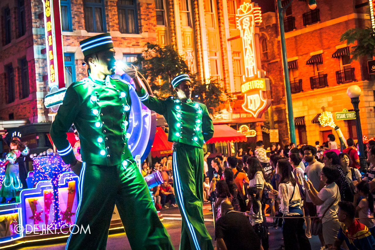 Universal Studios Singapore - Hollywood Dreams Light-up Parade - 6 That's A Wrap Bellhops