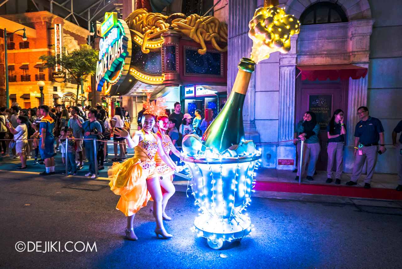 Universal Studios Singapore - Hollywood Dreams Light-up Parade - 6 That's A Wrap Champagne Girls
