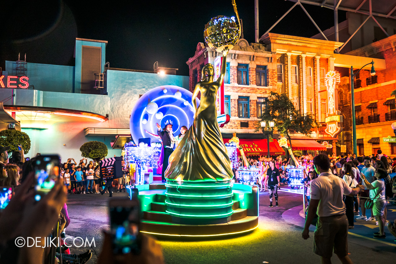 Universal Studios Singapore - Hollywood Dreams Light-up Parade - 6 That's A Wrap Final Celebration Float