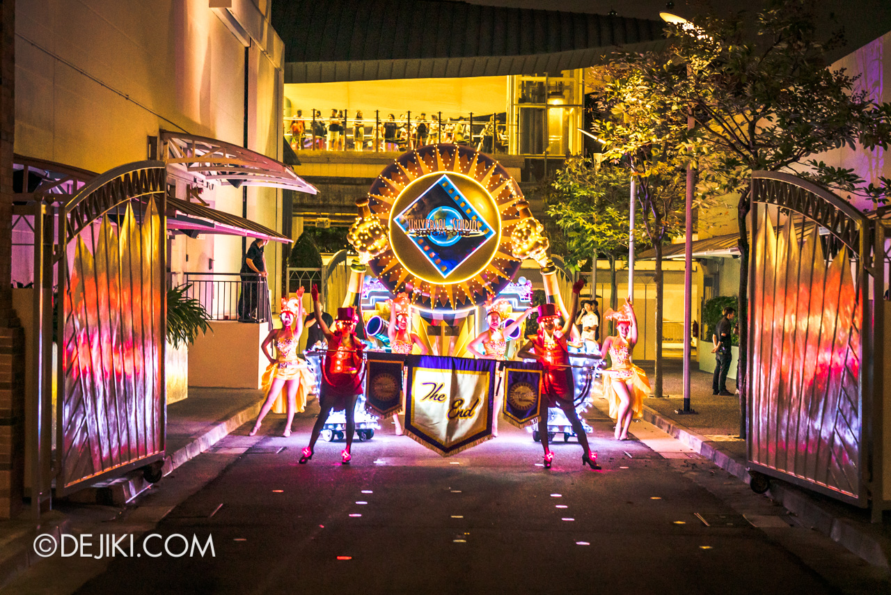Universal Studios Singapore - Hollywood Dreams Light-up Parade - Finale