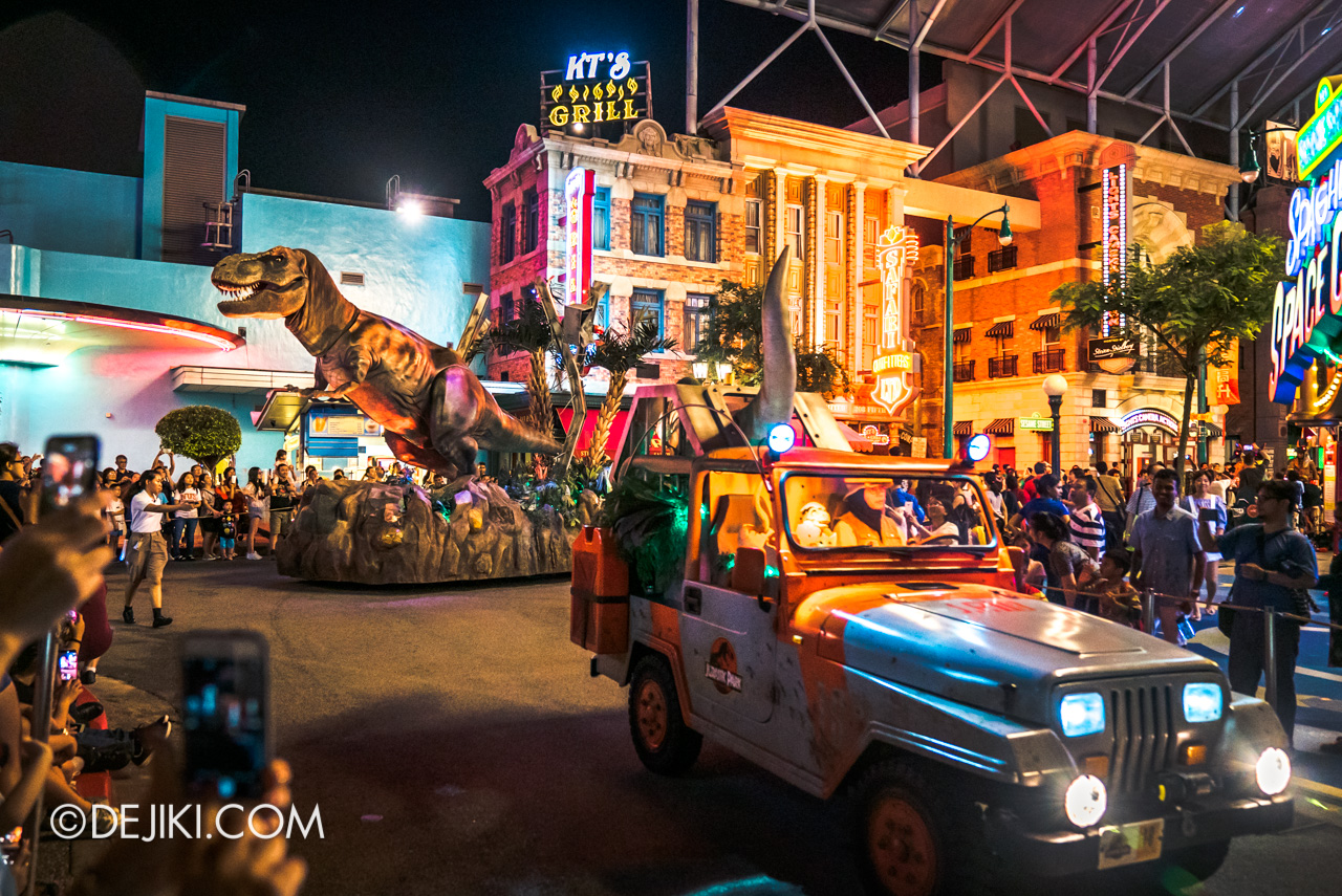 Universal Studios Singapore - Hollywood Dreams Light-up Parade - T-rex in the City Jurassic Park