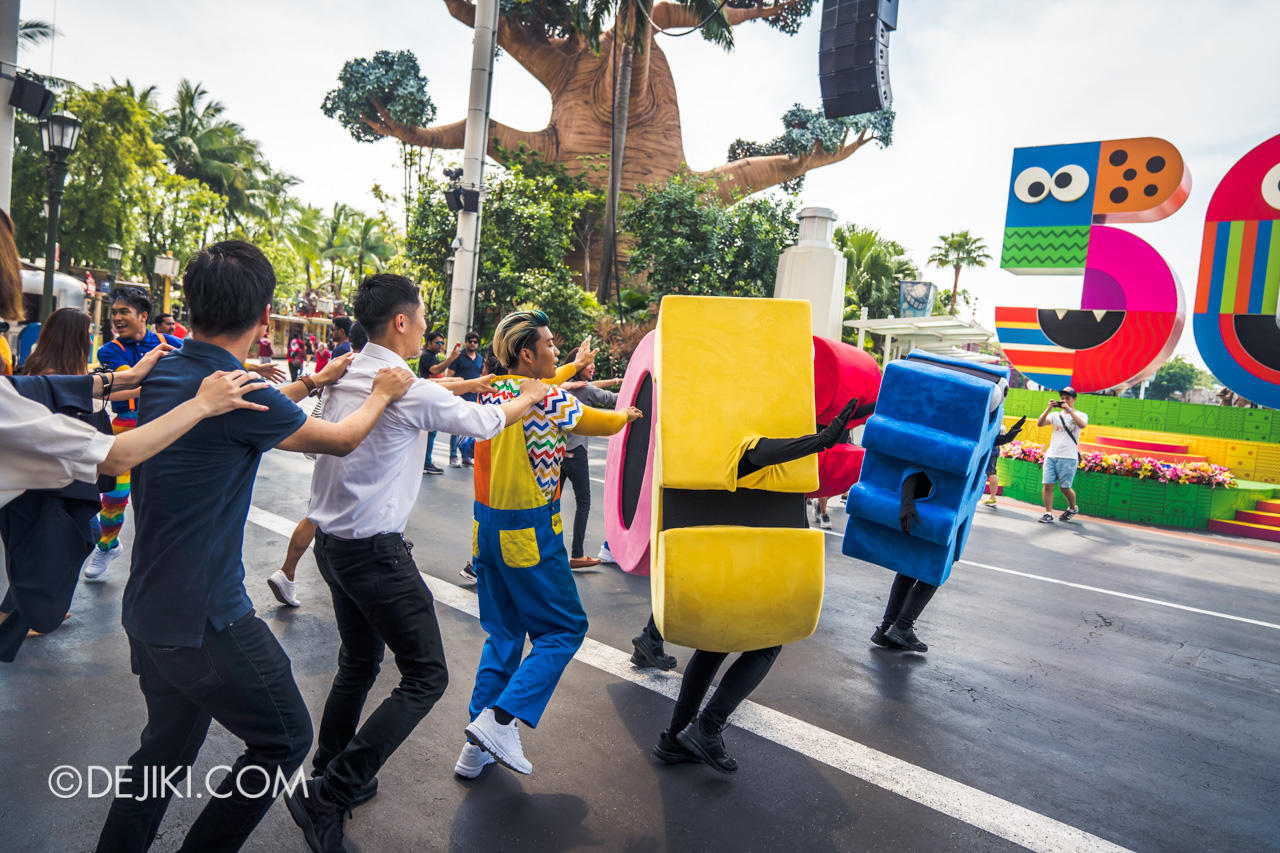 Universal Studios Singapore - Sesame Street 50 Years and Counting Celebration hollywood dance