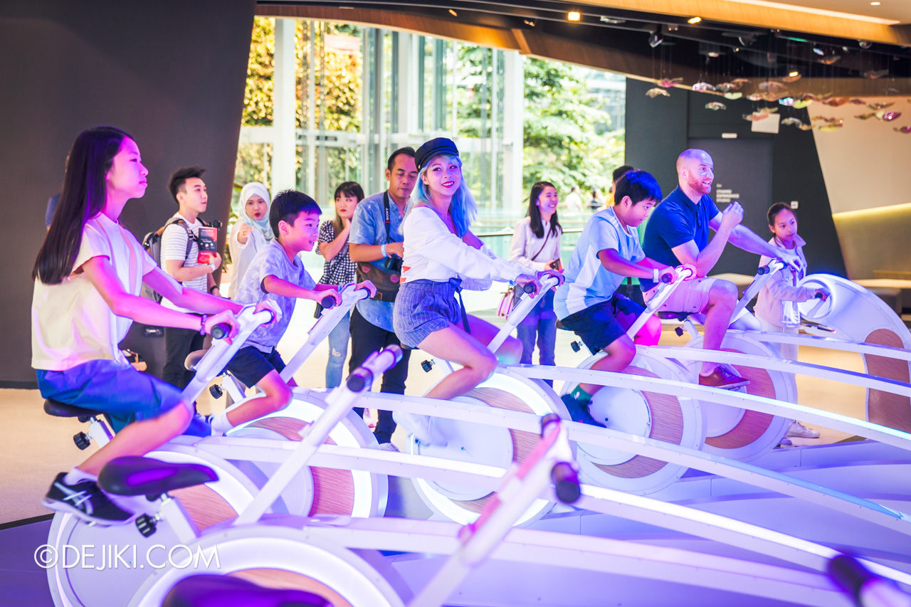 Jewel Changi Airport - Changi Experience Studio 4 - Amazing Runway cyclists
