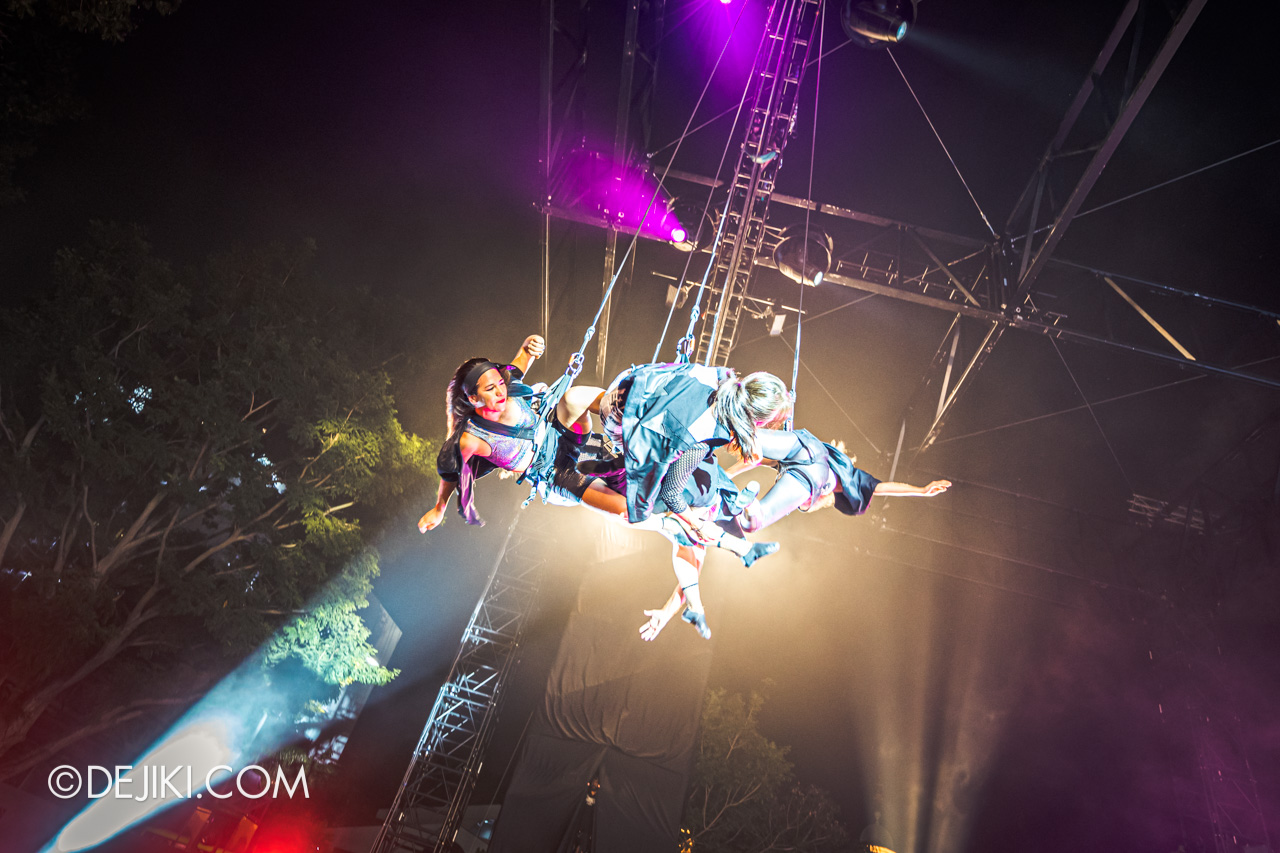 Fuerza Bruta at Singapore Night Festival 2019 - 13 swinging above