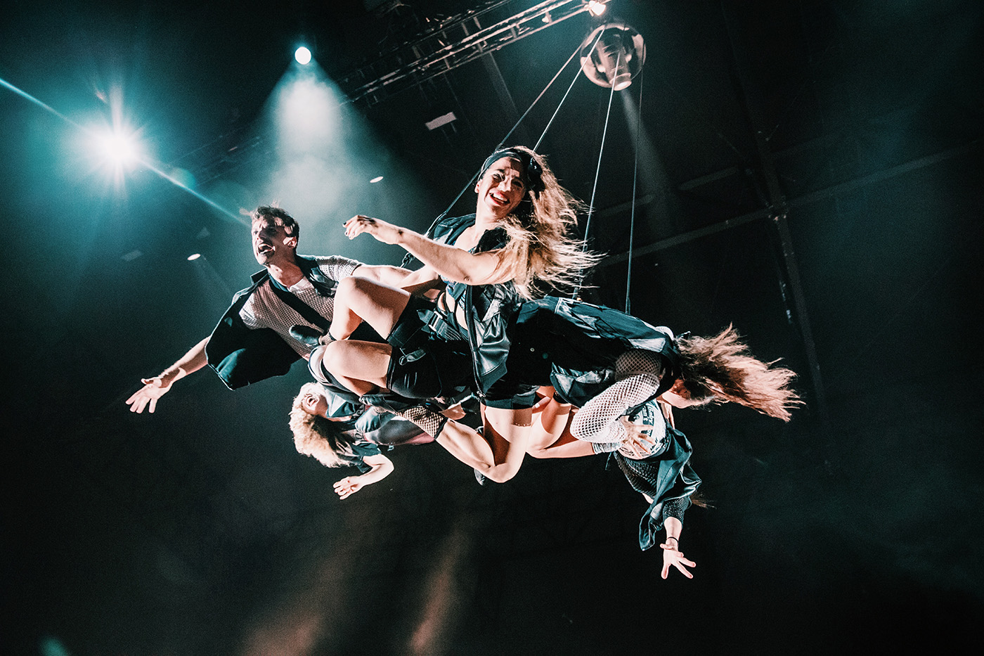 Fuerza Bruta at Singapore Night Festival 2019 - 15 flying group