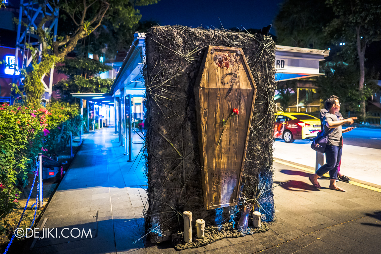 Halloween Horror Nights 9 Outdoor Coffin overview