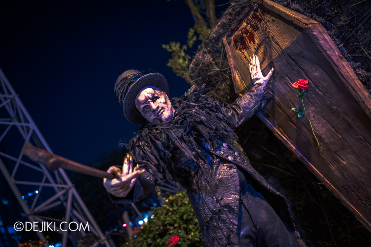 Halloween Horror Nights 9 Outdoor Coffin Undertaker Action