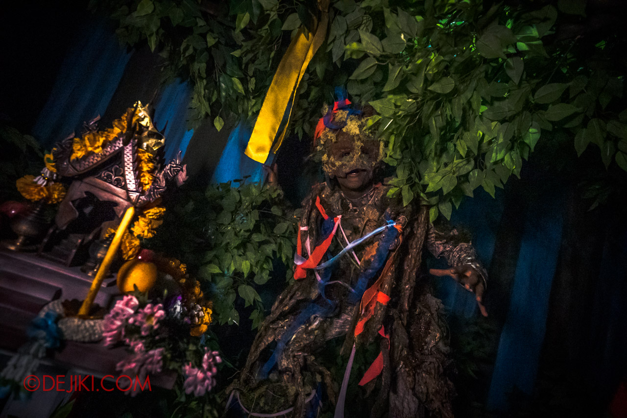 USS HHN9 Sneak Preview Curse of the Naga haunted house 02 Spirit House Tree Spirit 2