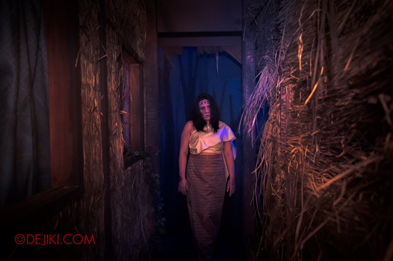 USS HHN9 Sneak Preview Curse of the Naga haunted house 05 The Village woman